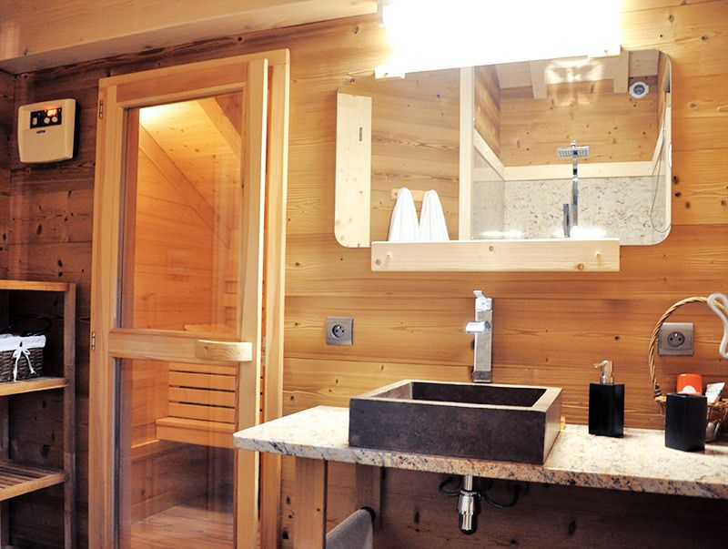 les salles de bain u le sauna with salle de bain avec sauna. Black Bedroom Furniture Sets. Home Design Ideas